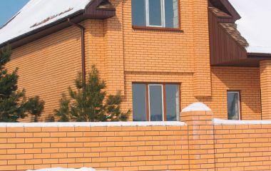 Облицовка фасада частного дома кирпичом