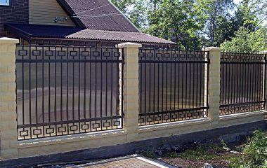 Из какого материала строить забор?