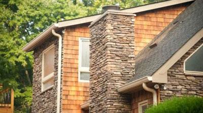 Фасадная панель под камень с выраженной текстурой