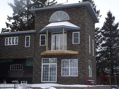 Фасад дома в тёмно-чёрных оттенках